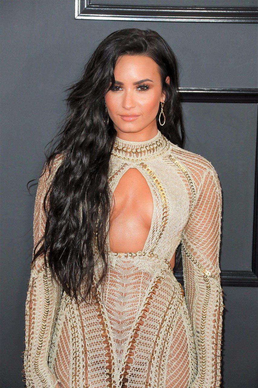 Demi Lovato Nude & Sexy 0184