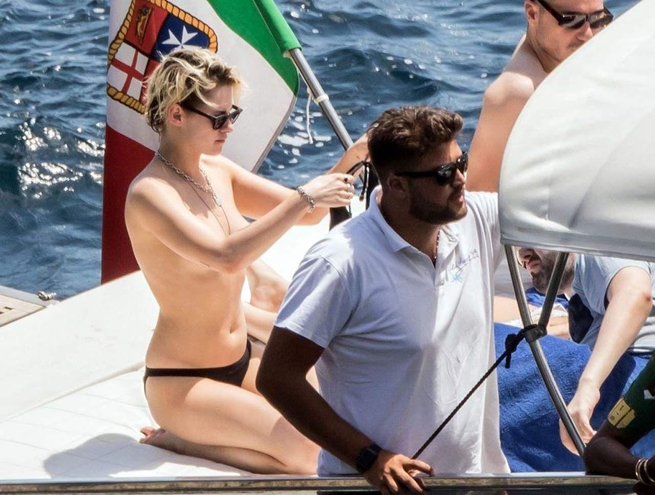 Kristen Stewart Nude Sexy Thefappeningblog Com 11 1024x773 T