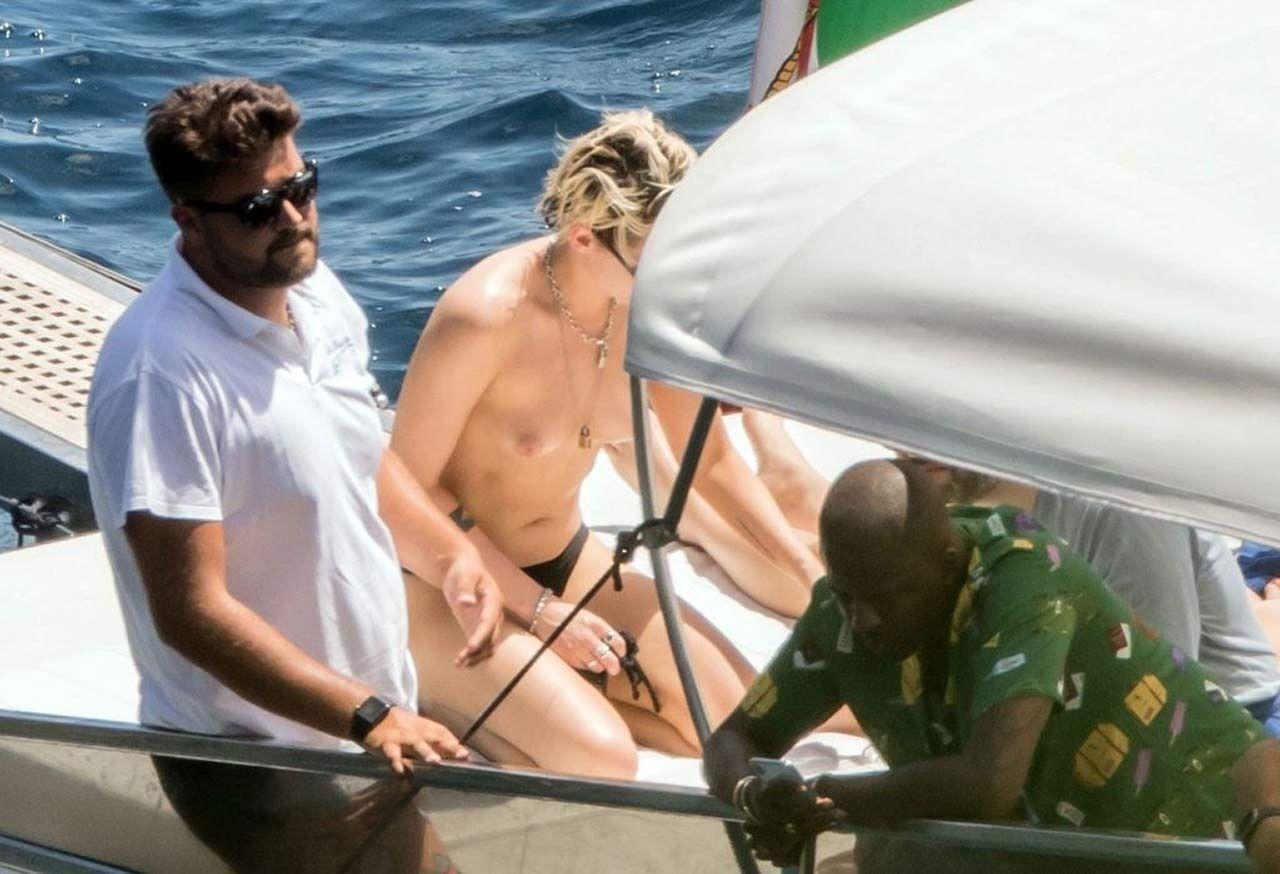 Kristen Stewart Nude Sexy Thefappeningblog Com 12 1024x699 T