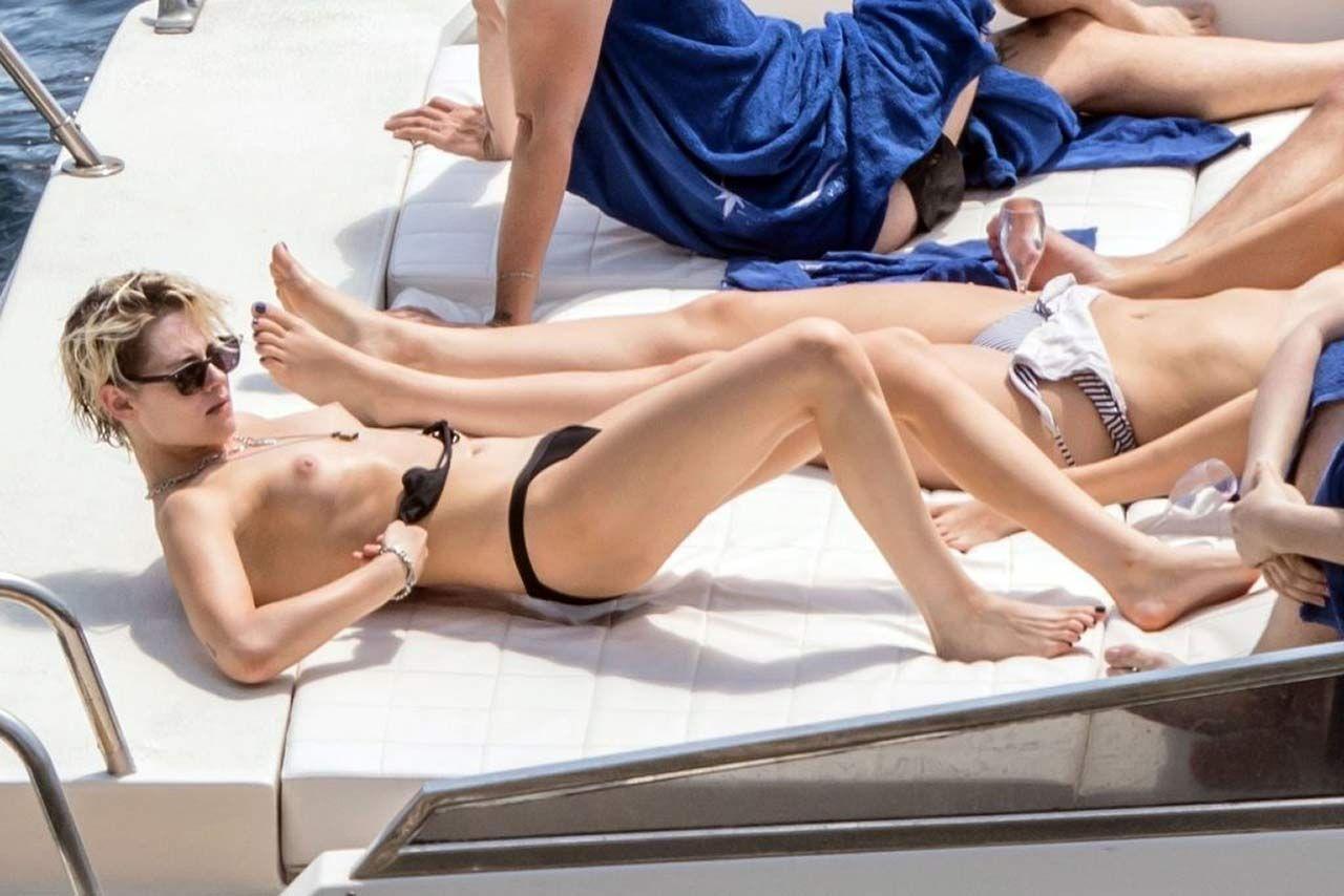 Kristen Stewart Nude Sexy Thefappeningblog Com 13 1024x683 T