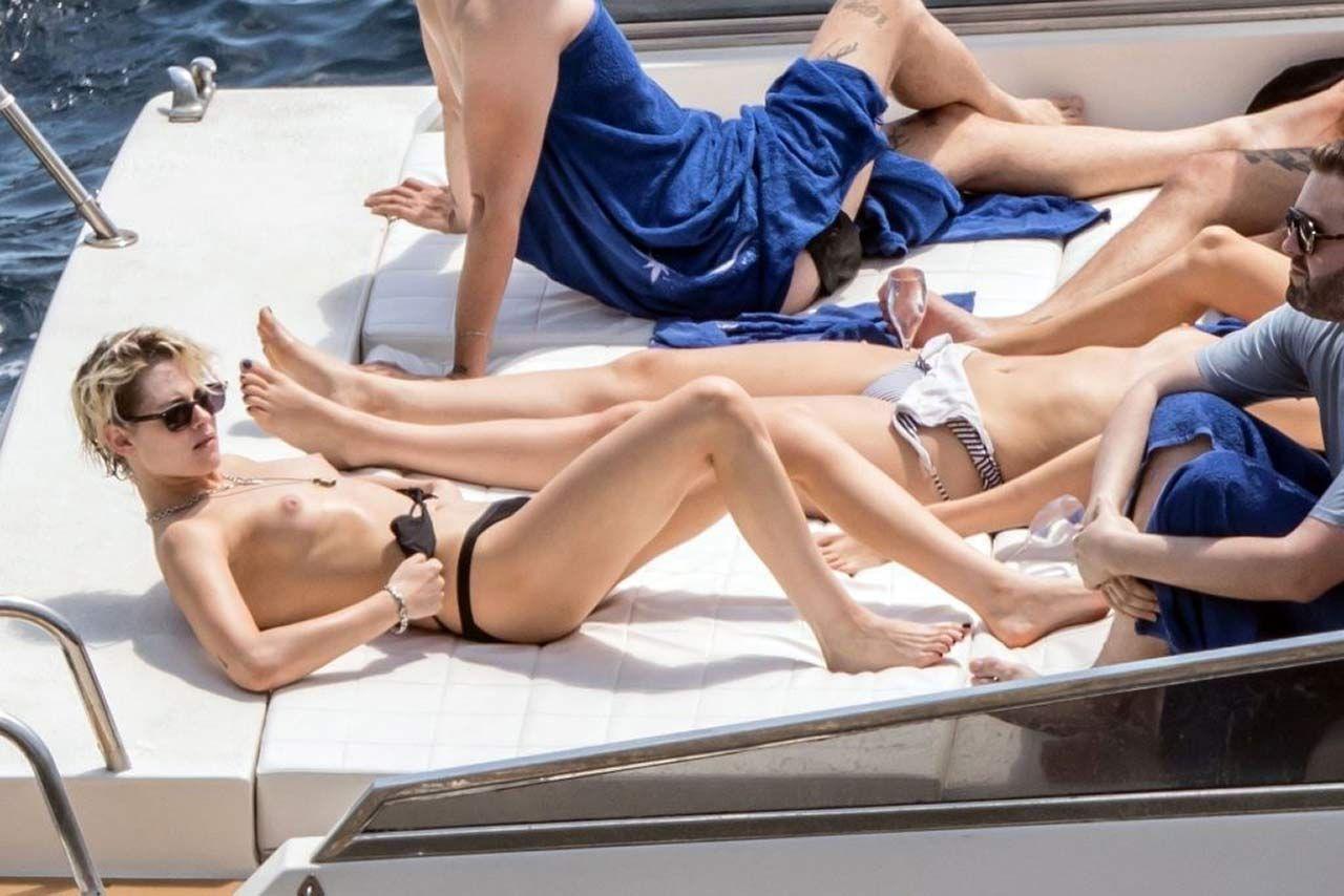 Kristen Stewart Nude Sexy Thefappeningblog Com 3 1024x683 Th