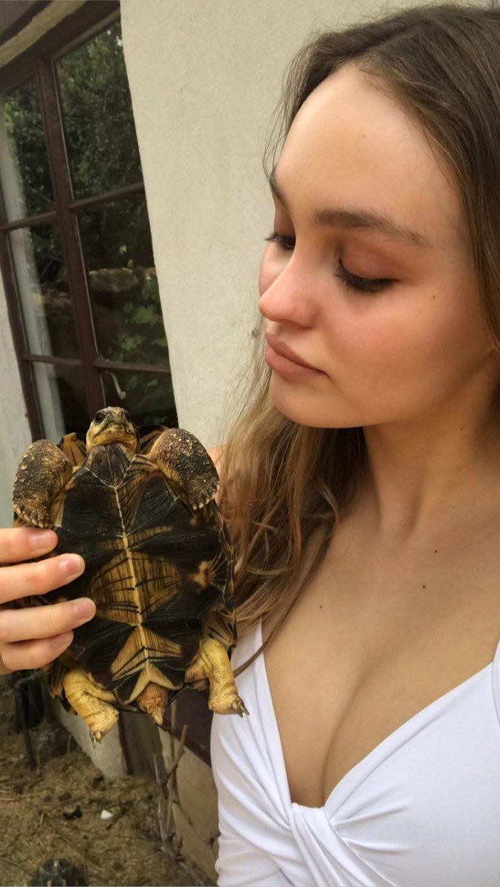 Lily Rose Depp Nude, Sexy And Private Leaked 0090