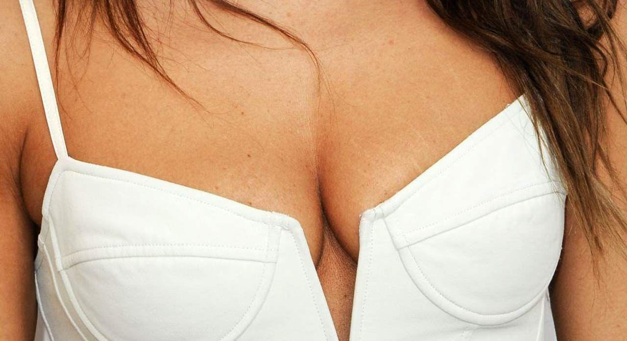 0419194836656 085 20 Sarah Shahi Cleavage Sexy Thefappeningb