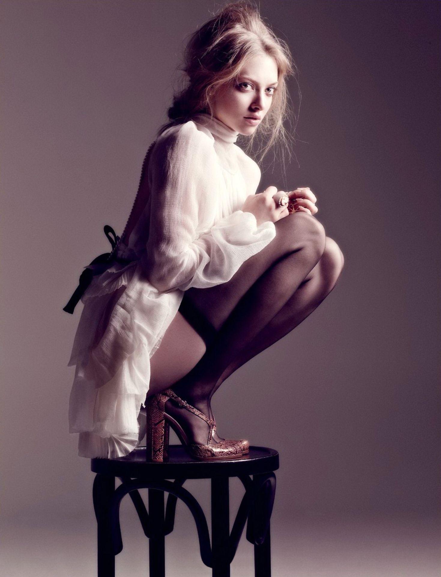 Amanda Seyfried Nude & Sexy 0003