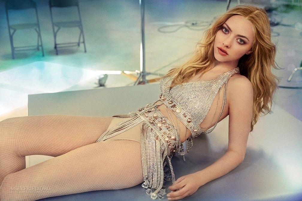 Amanda Seyfried Nude & Sexy 0024