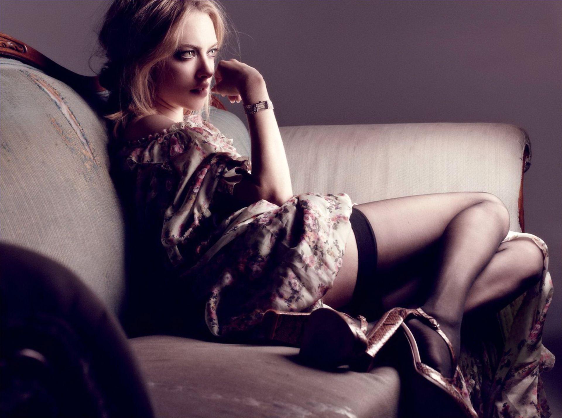 Amanda Seyfried Nude & Sexy 0039