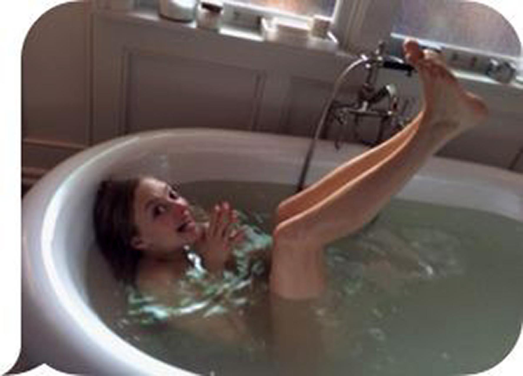 Amanda Seyfried Nude & Sexy 0082