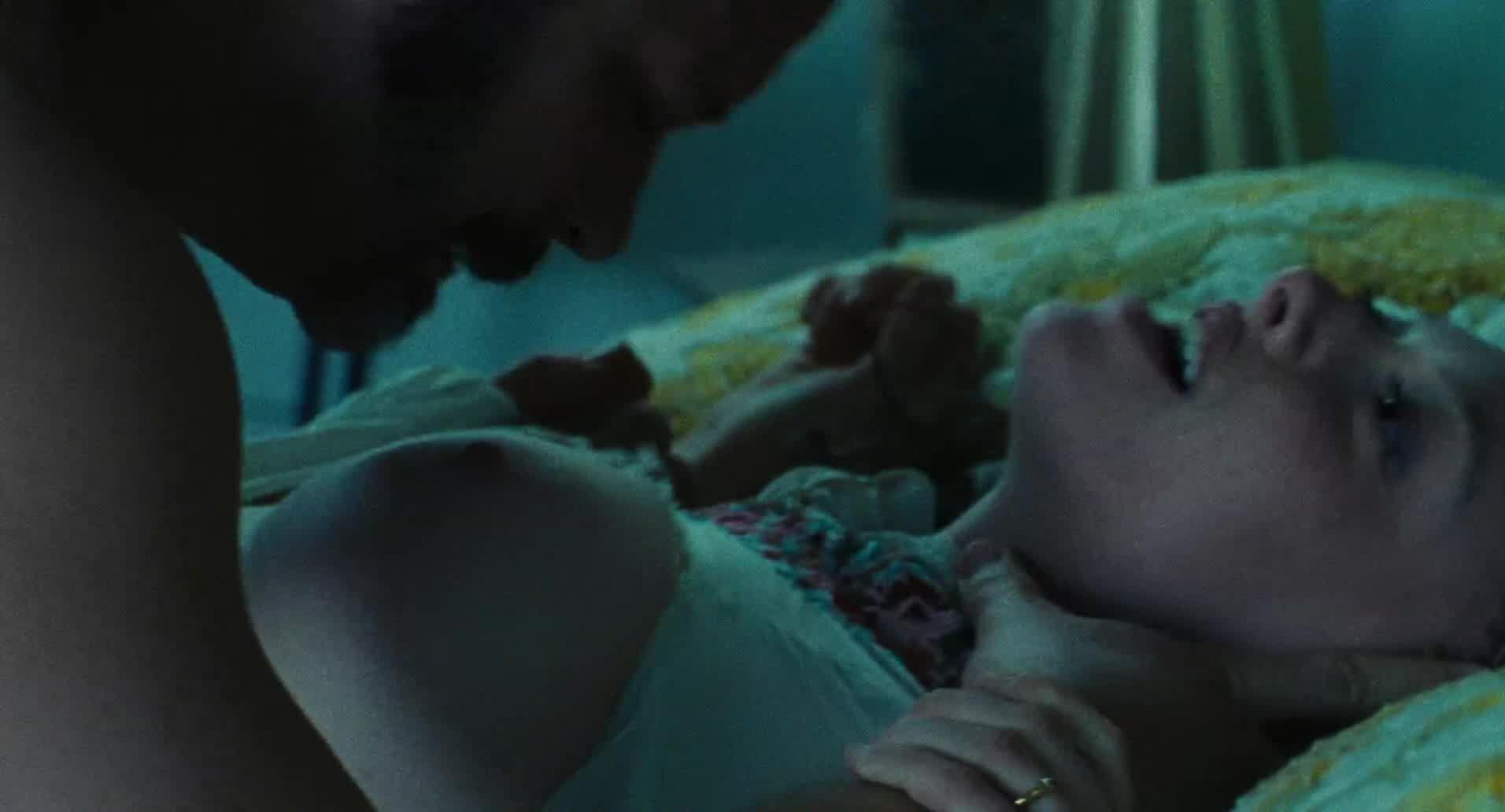 Amanda Seyfried Nude & Sexy 0091