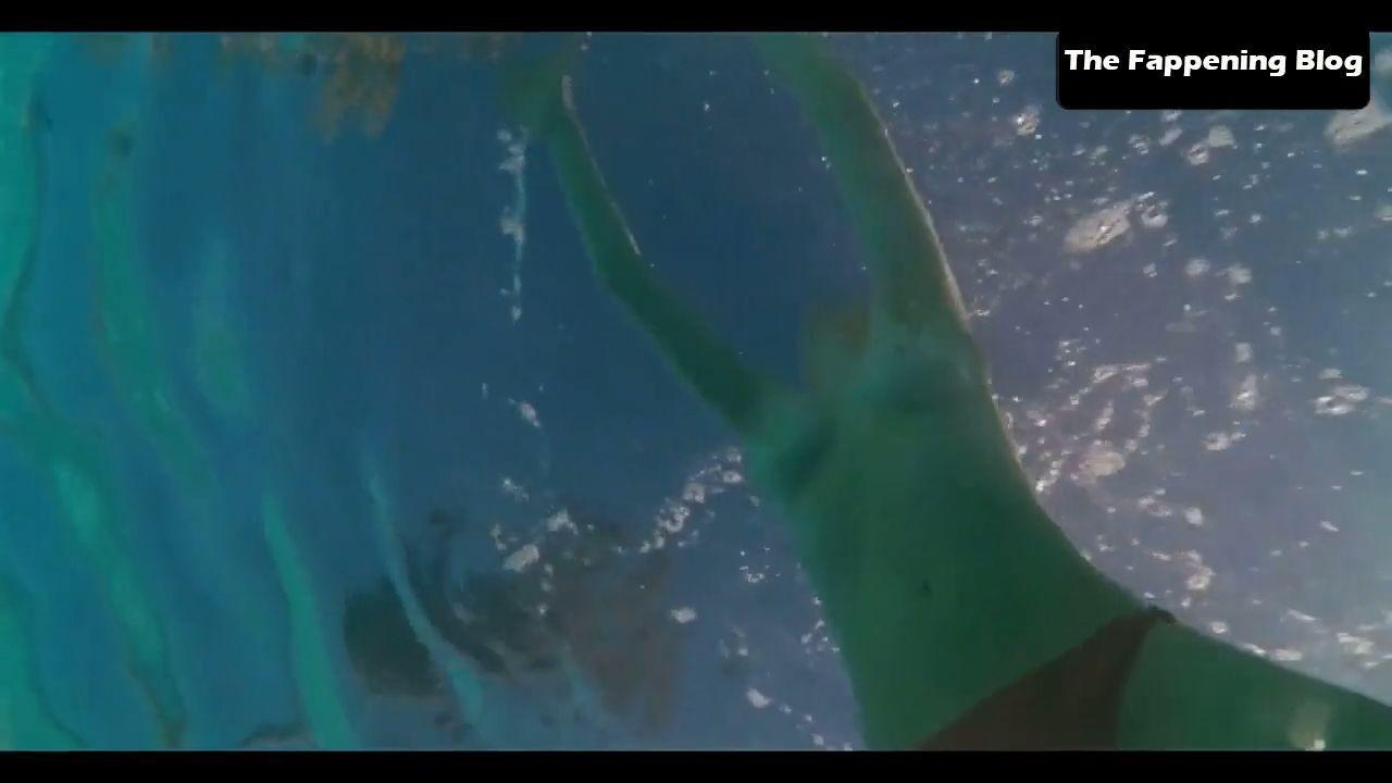 Amanda Seyfried Nude & Sexy 0110