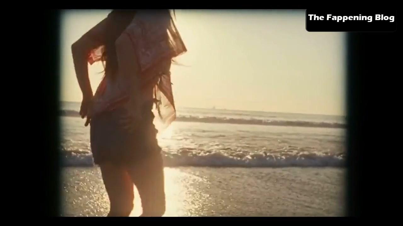 Amanda Seyfried Nude & Sexy 0113