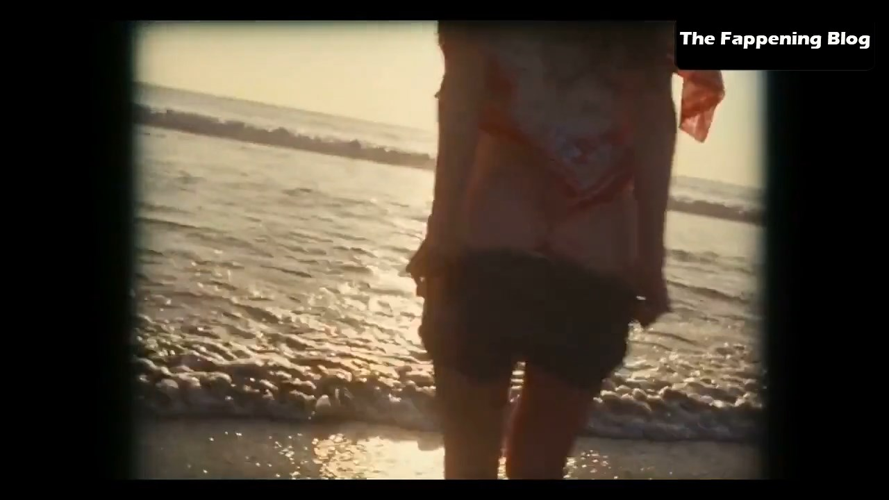 Amanda Seyfried Nude & Sexy 0114