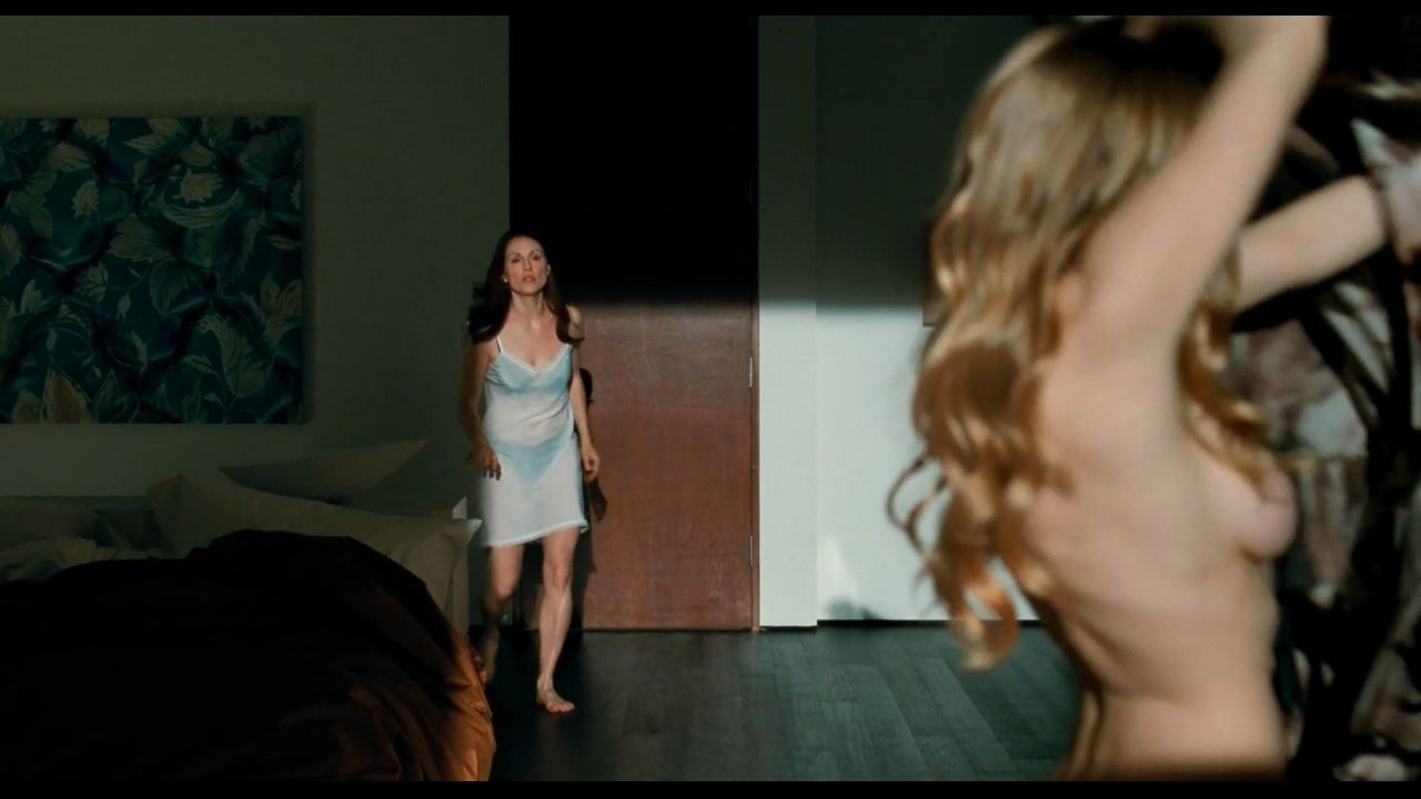 Amanda Seyfried Nude & Sexy 0136