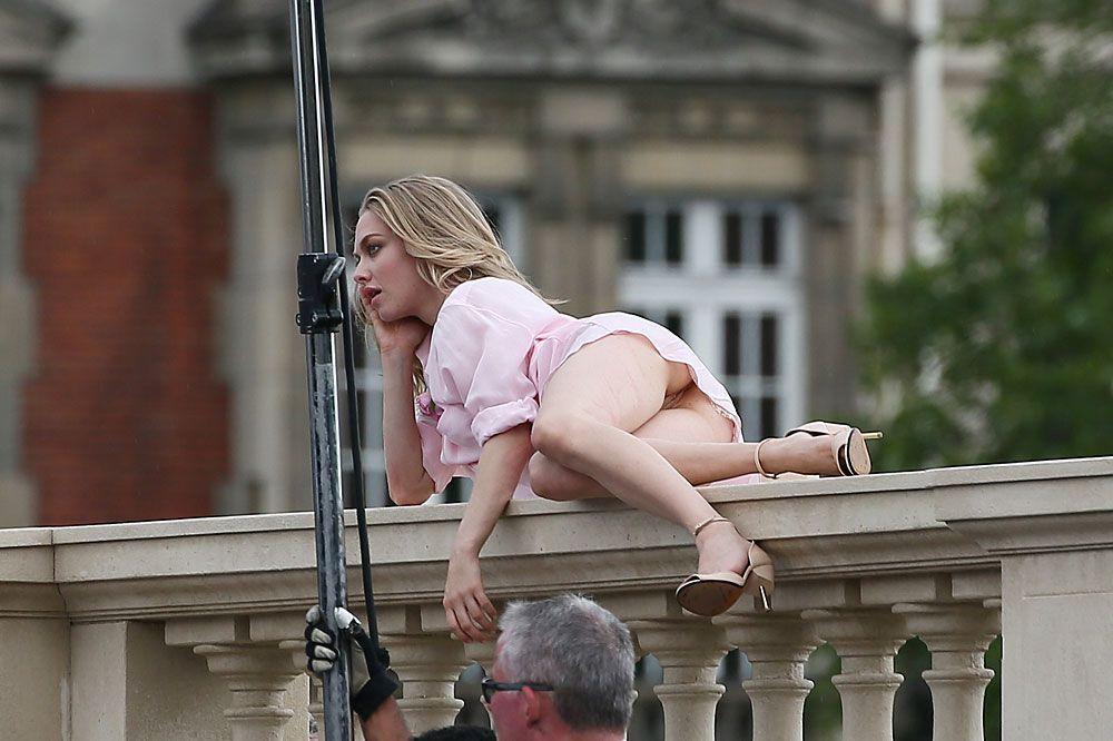 Amanda Seyfried Nude & Sexy 0176