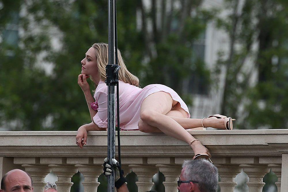 Amanda Seyfried Nude & Sexy 0177