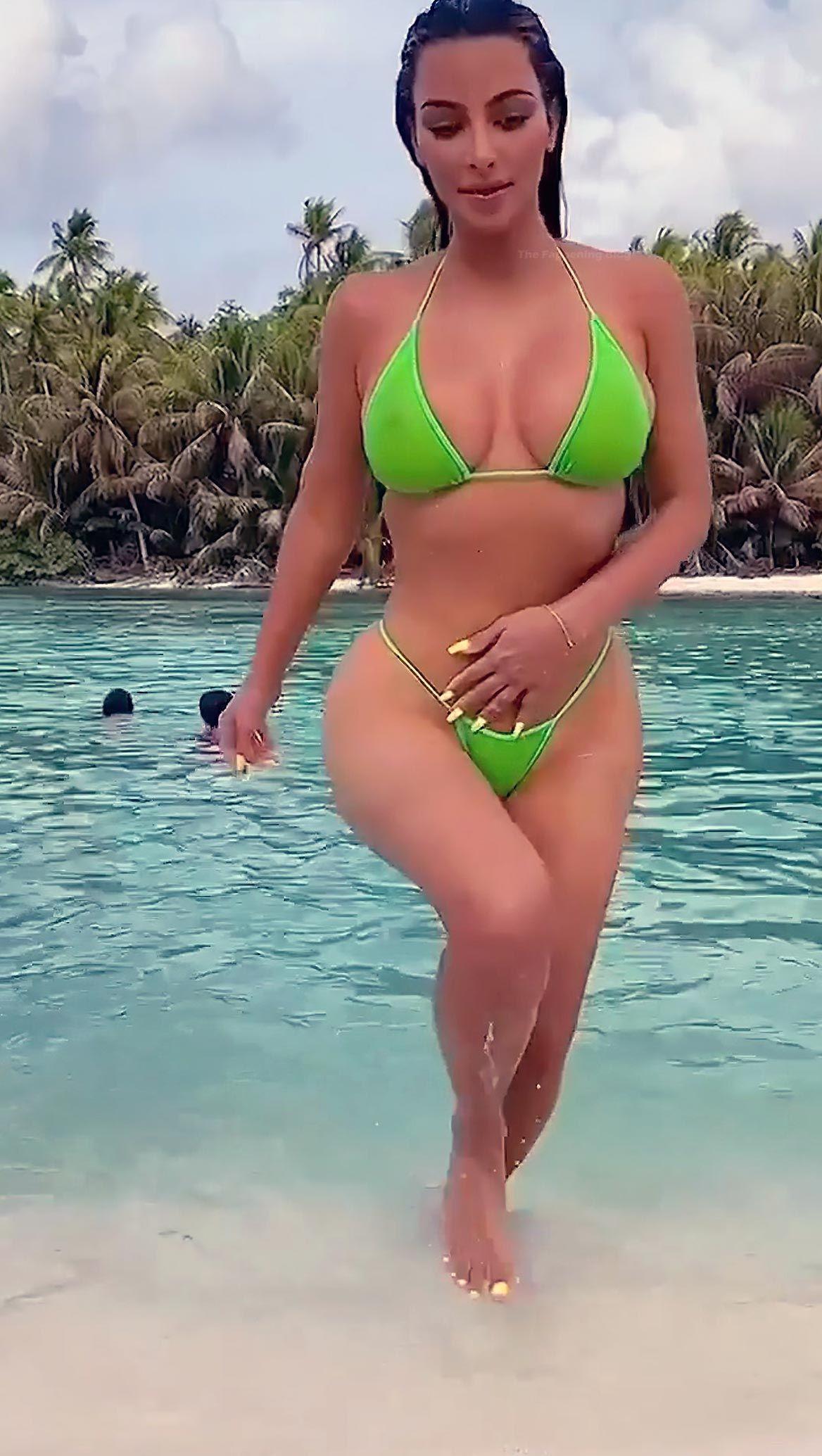 Kim Kardashian Nude And Sexy 0090