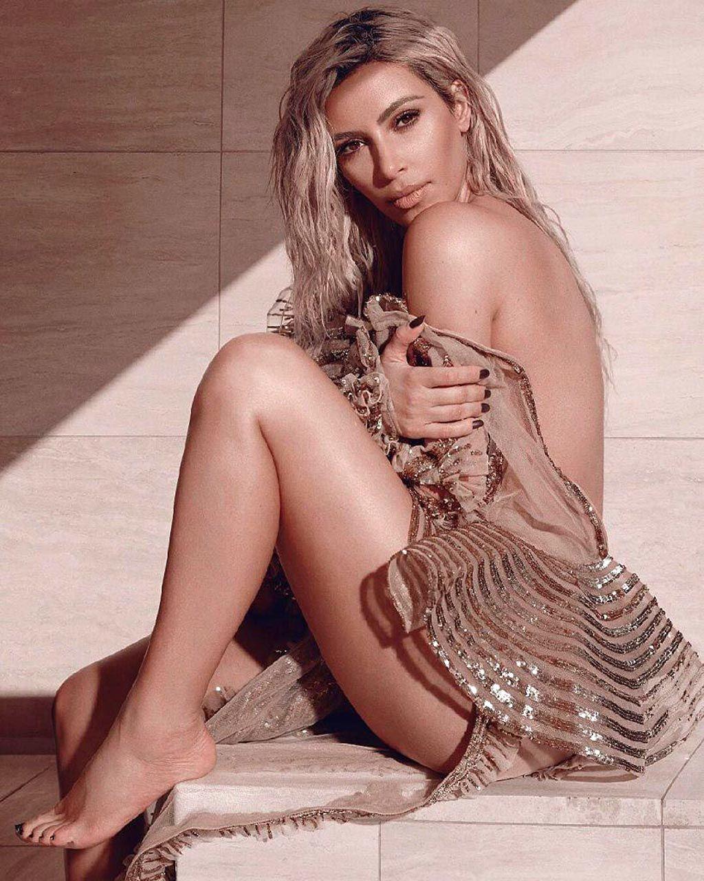 Kim Kardashian Nude And Sexy 0108