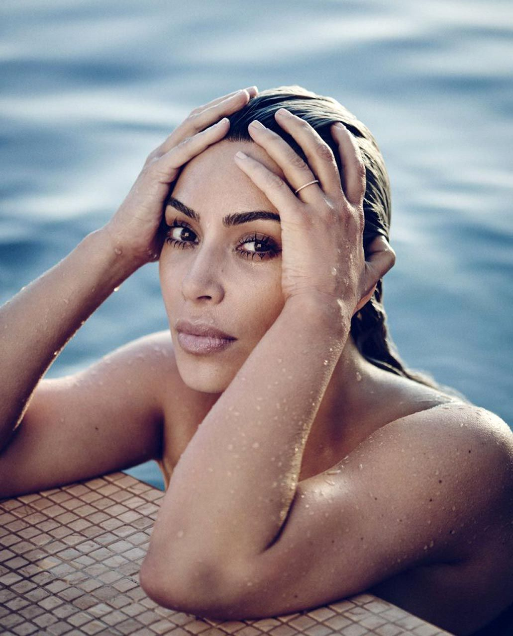 Kim Kardashian Nude And Sexy 0110