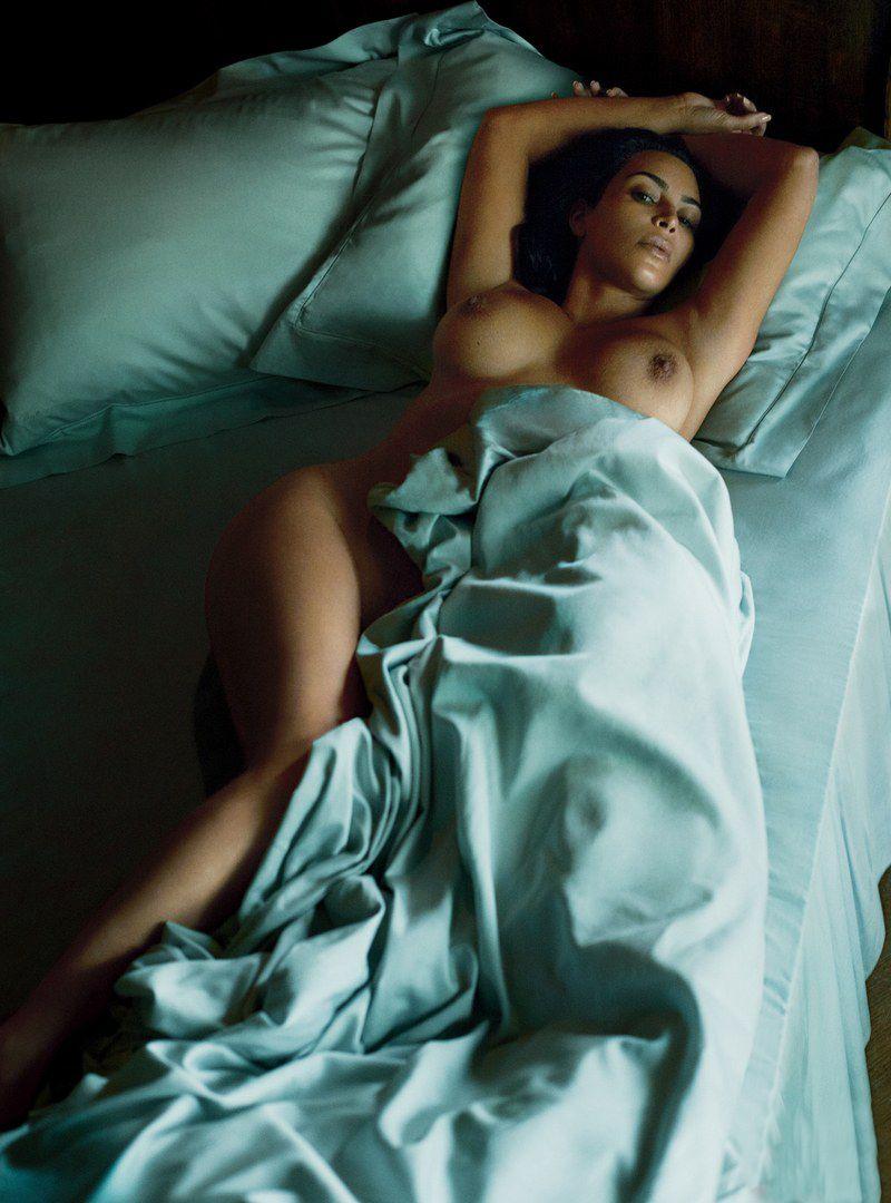 Kim Kardashian Nude And Sexy 0112
