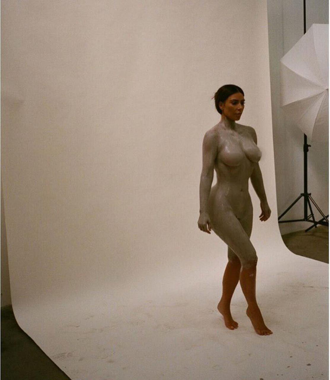 Kim Kardashian Nude And Sexy 0134