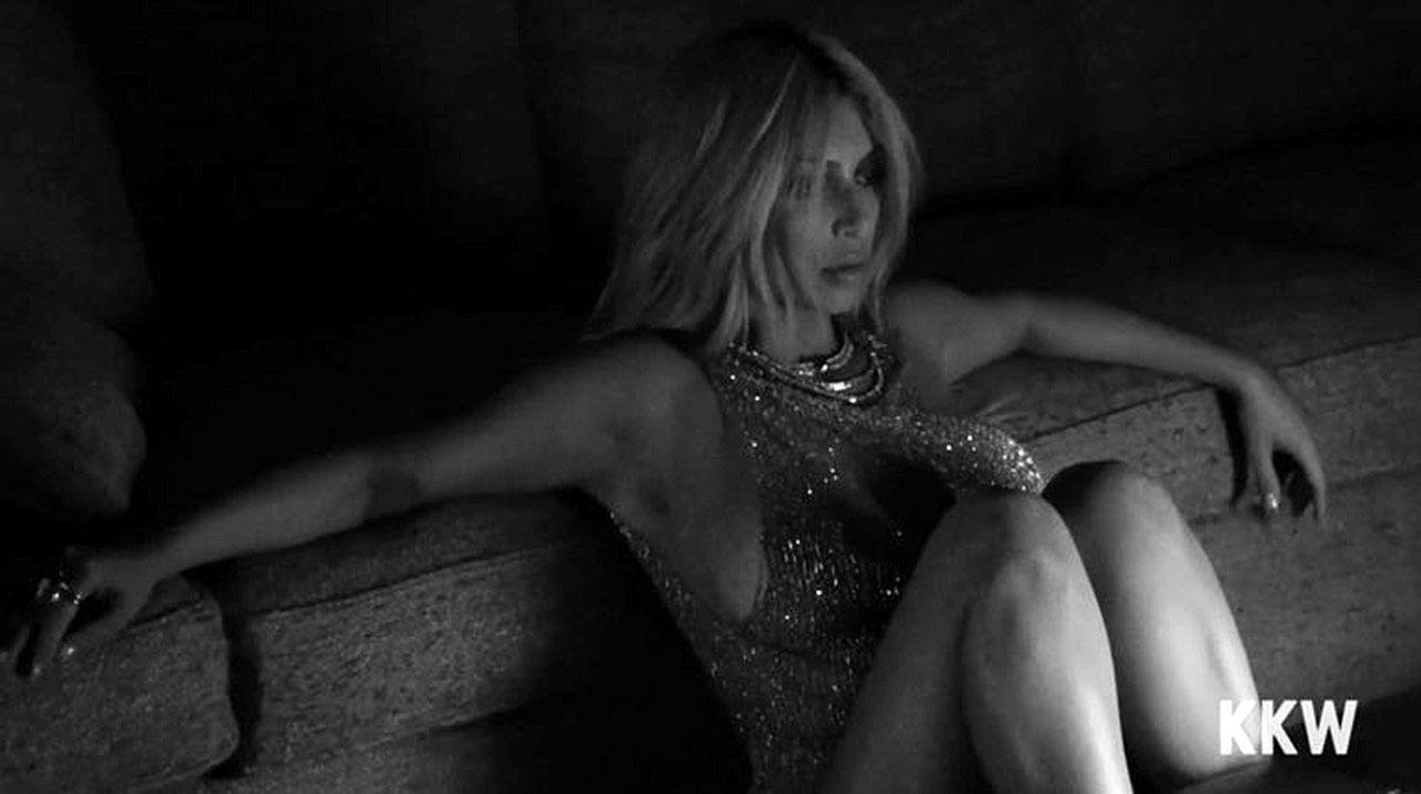 Kim Kardashian Nude And Sexy 0144
