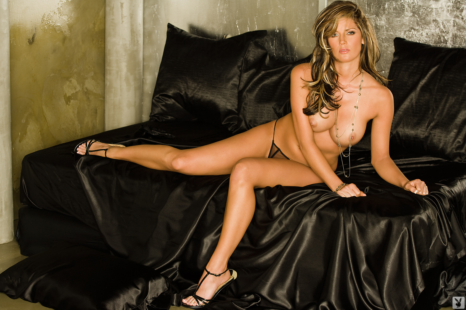 Playmate Exclusive May 2009 Crystal Mccahill0005