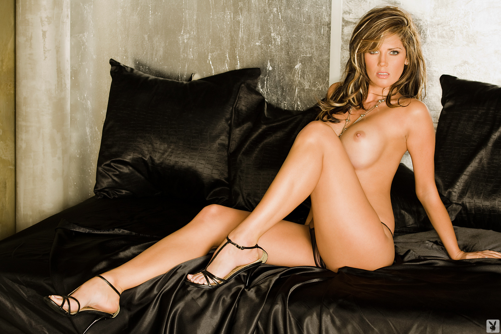 Playmate Exclusive May 2009 Crystal Mccahill0006