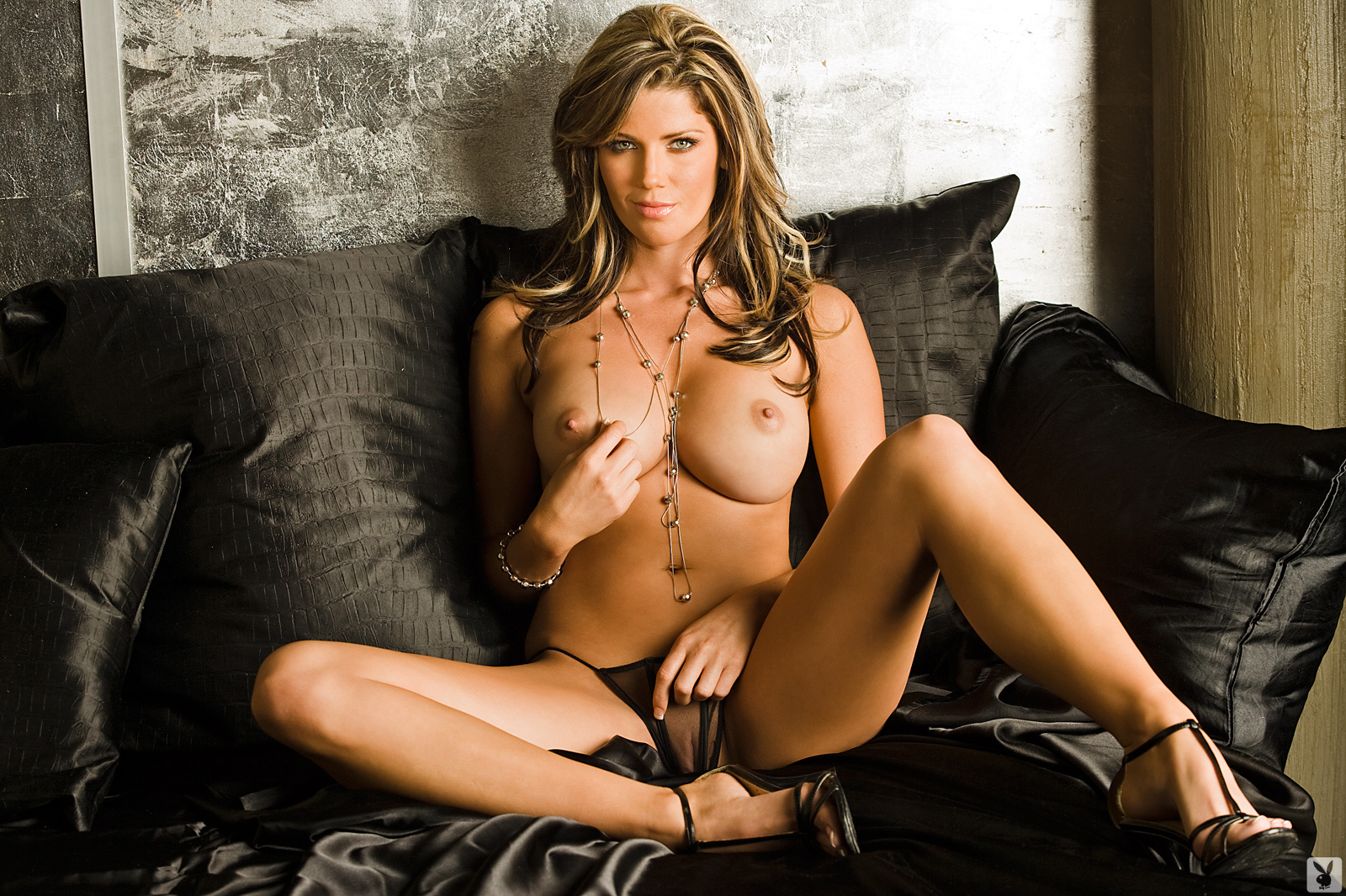 Playmate Exclusive May 2009 Crystal Mccahill0020