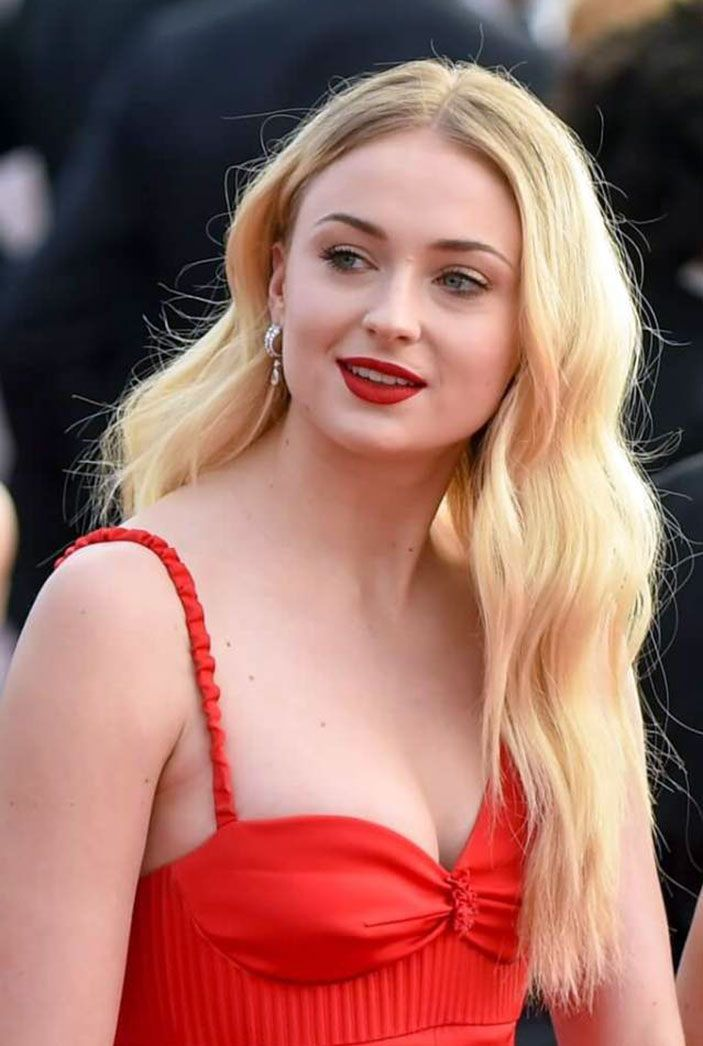Sophie Turner Nude & Sexy 0225