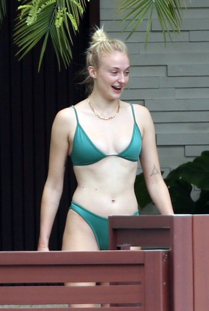 Sophie Turner Nude & Sexy 0281
