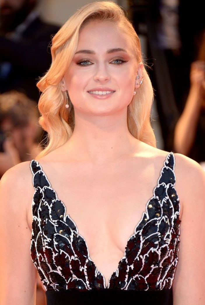 Sophie Turner Nude & Sexy 0287