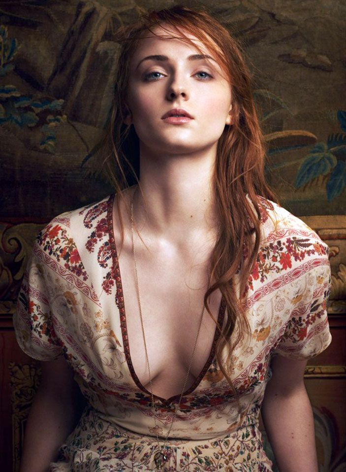 Sophie Turner Nude & Sexy 0317