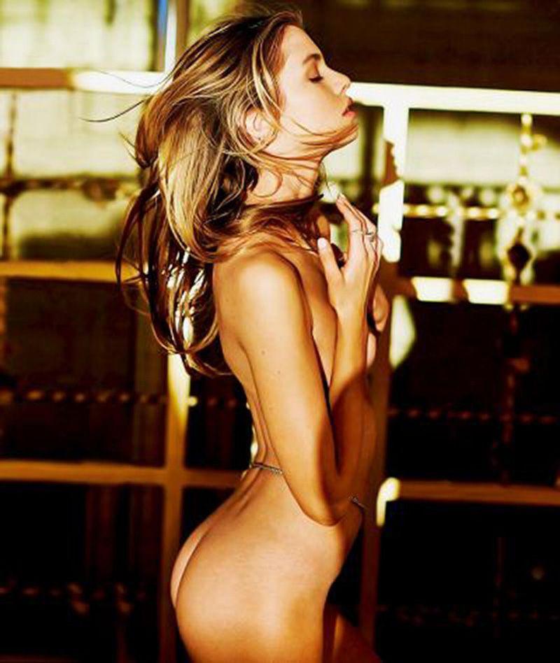Stella Maxwell Nude Leaked Naked (104)