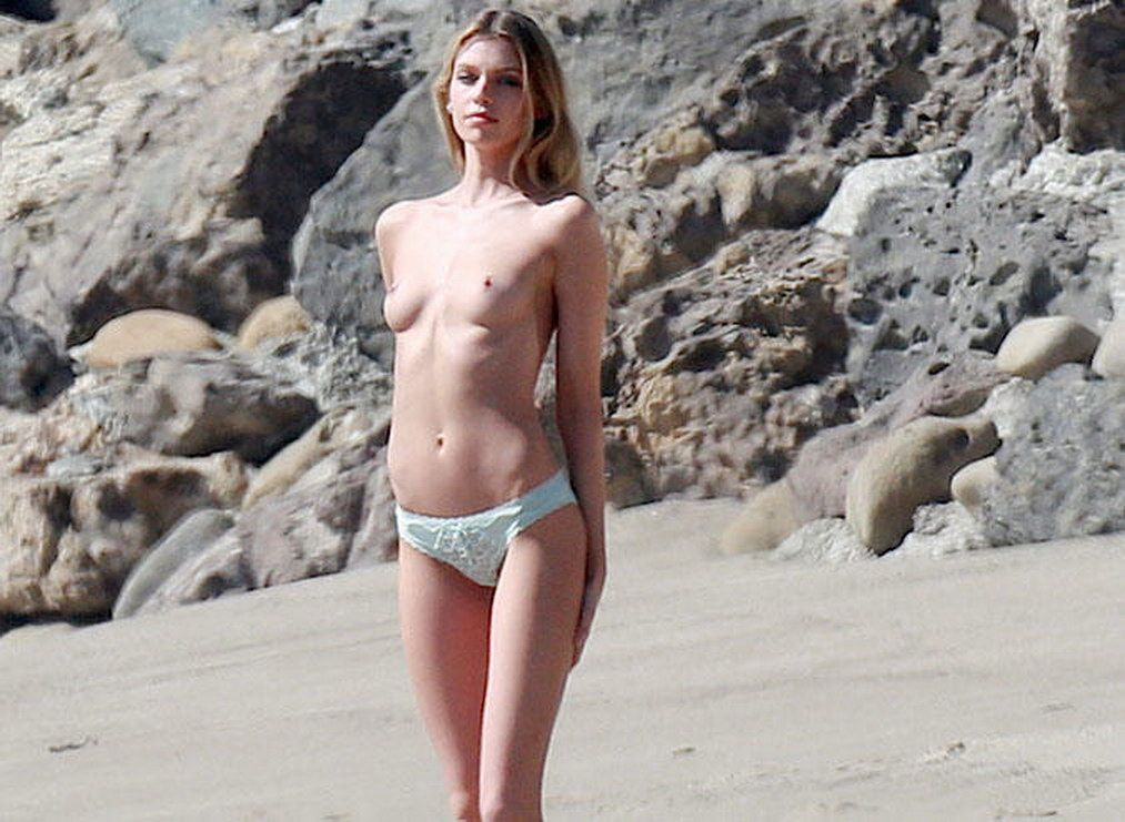 Stella Maxwell Nude Leaked Naked (114)