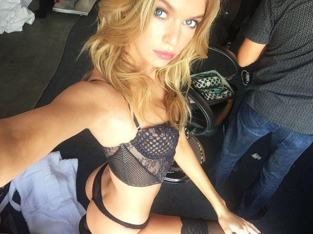 Stella Maxwell Nude Leaked Naked (28)