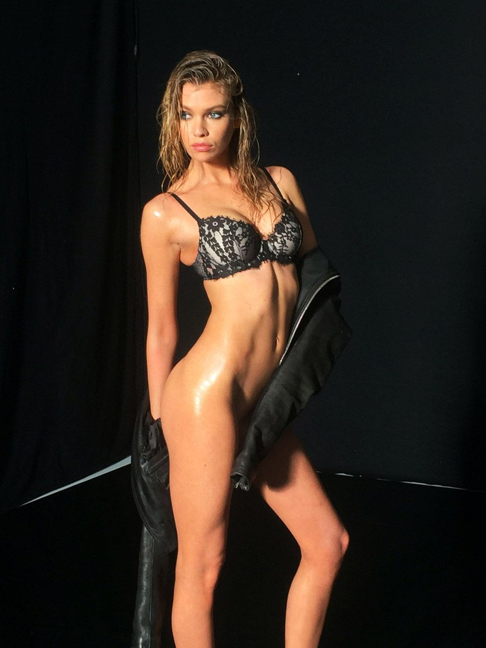 Stella Maxwell Nude Leaked Naked (43)