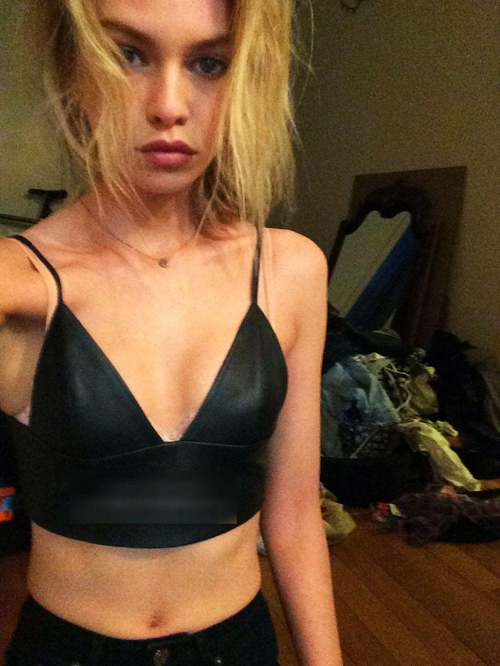 Stella Maxwell Nude Leaked Naked (58)