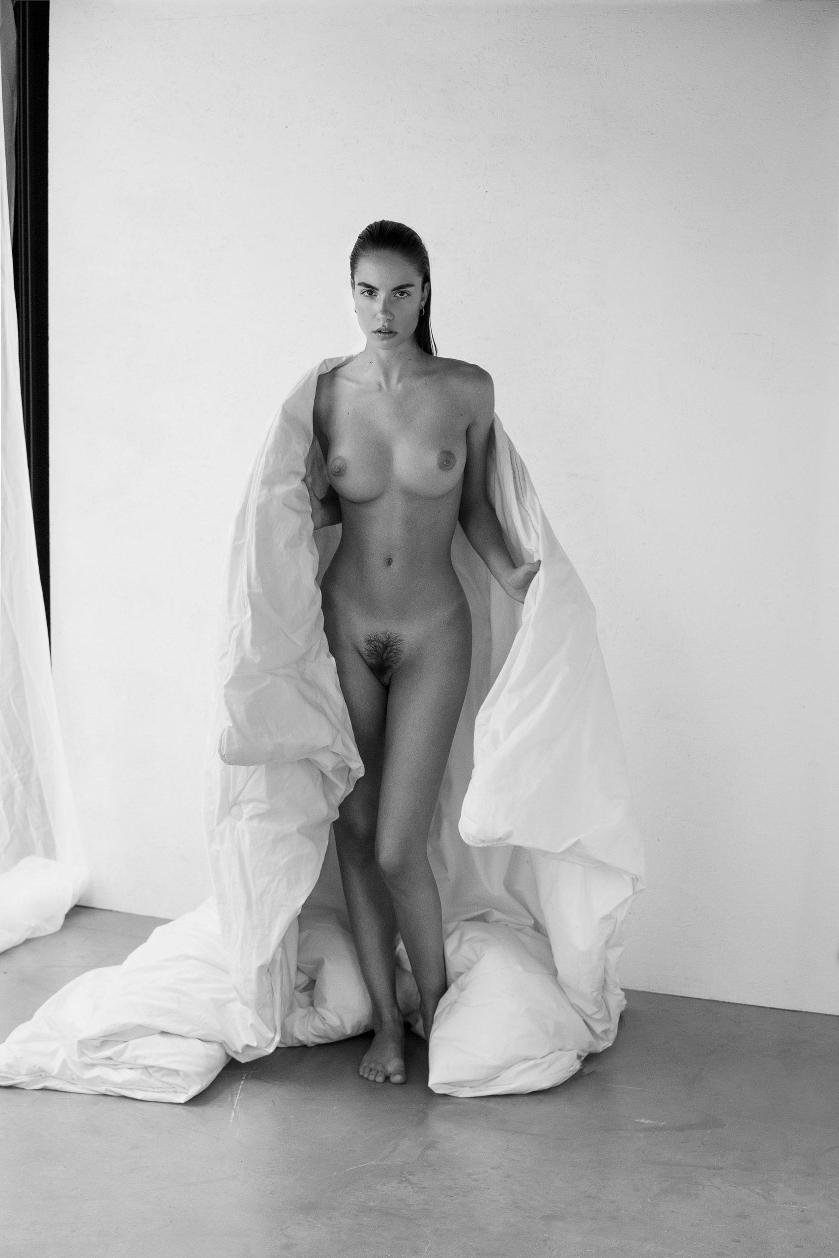 Rebecca Bagnol Nude (258)