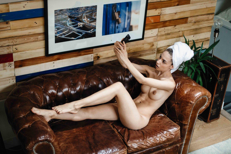 Rebecca Bagnol Nude (60)