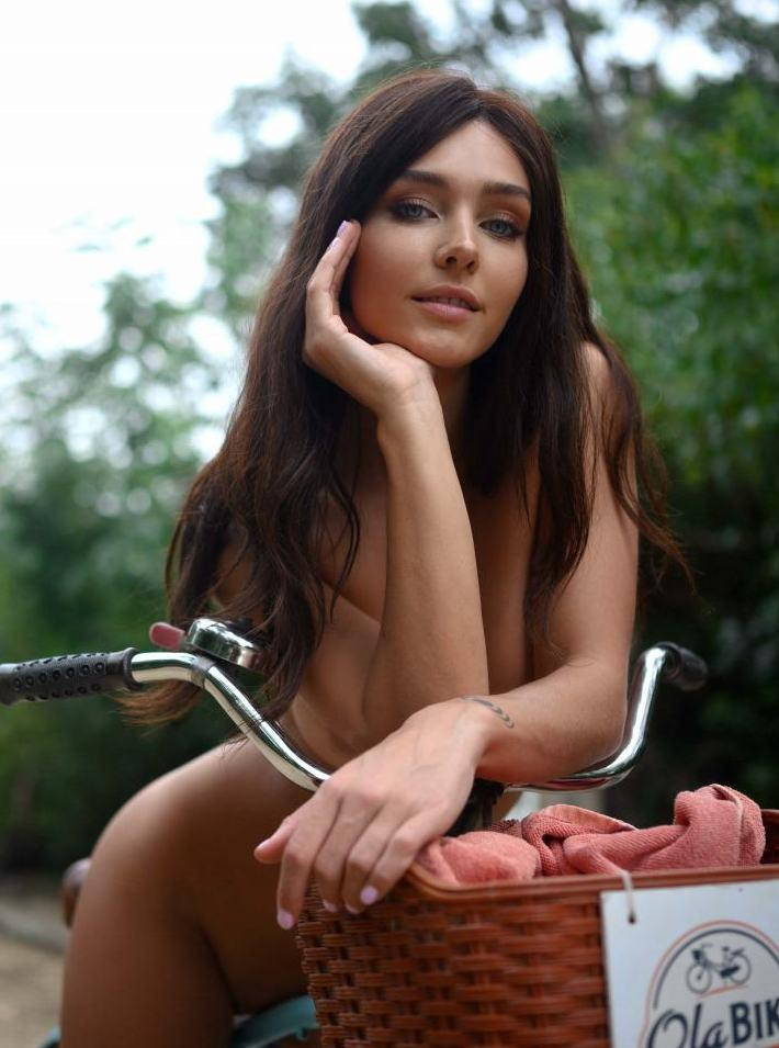 Rachel Cook Nude Pool Modeling Set Leaked0008