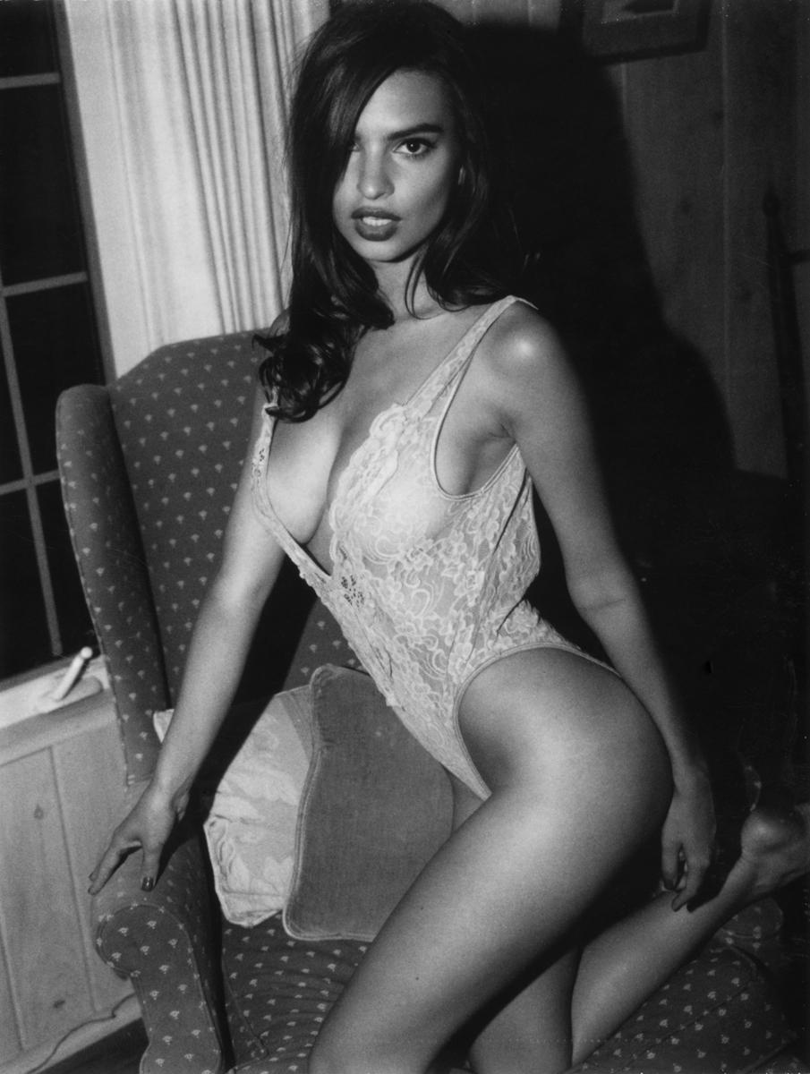 Emily Ratajkowski Nude Lounging Photoshoot Leaked Pragsx