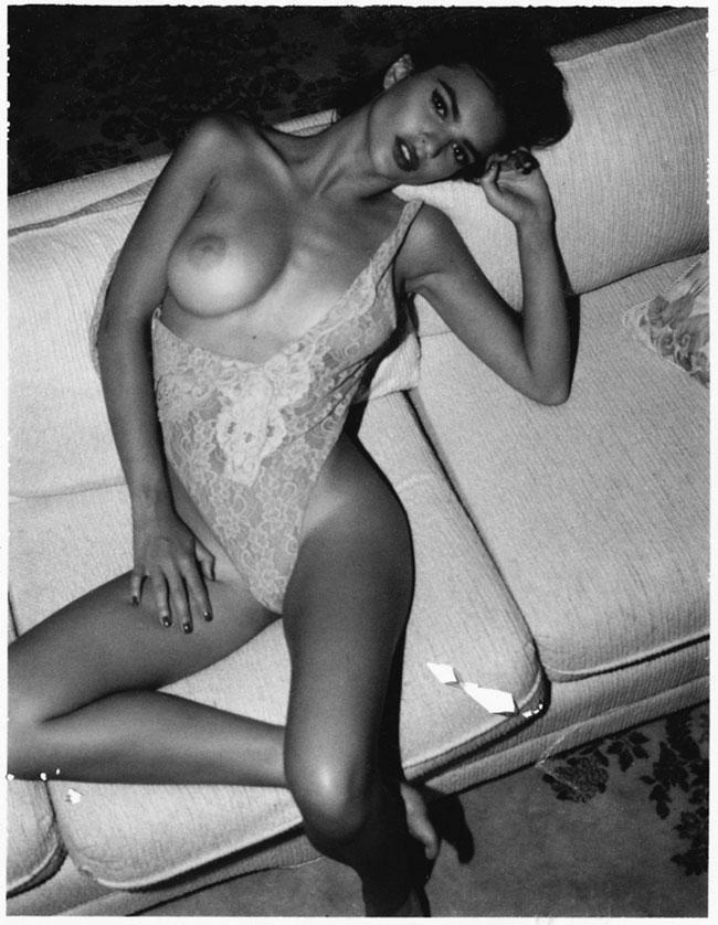 Emily Ratajkowski Nude Lounging Photoshoot Leaked Wpaaub