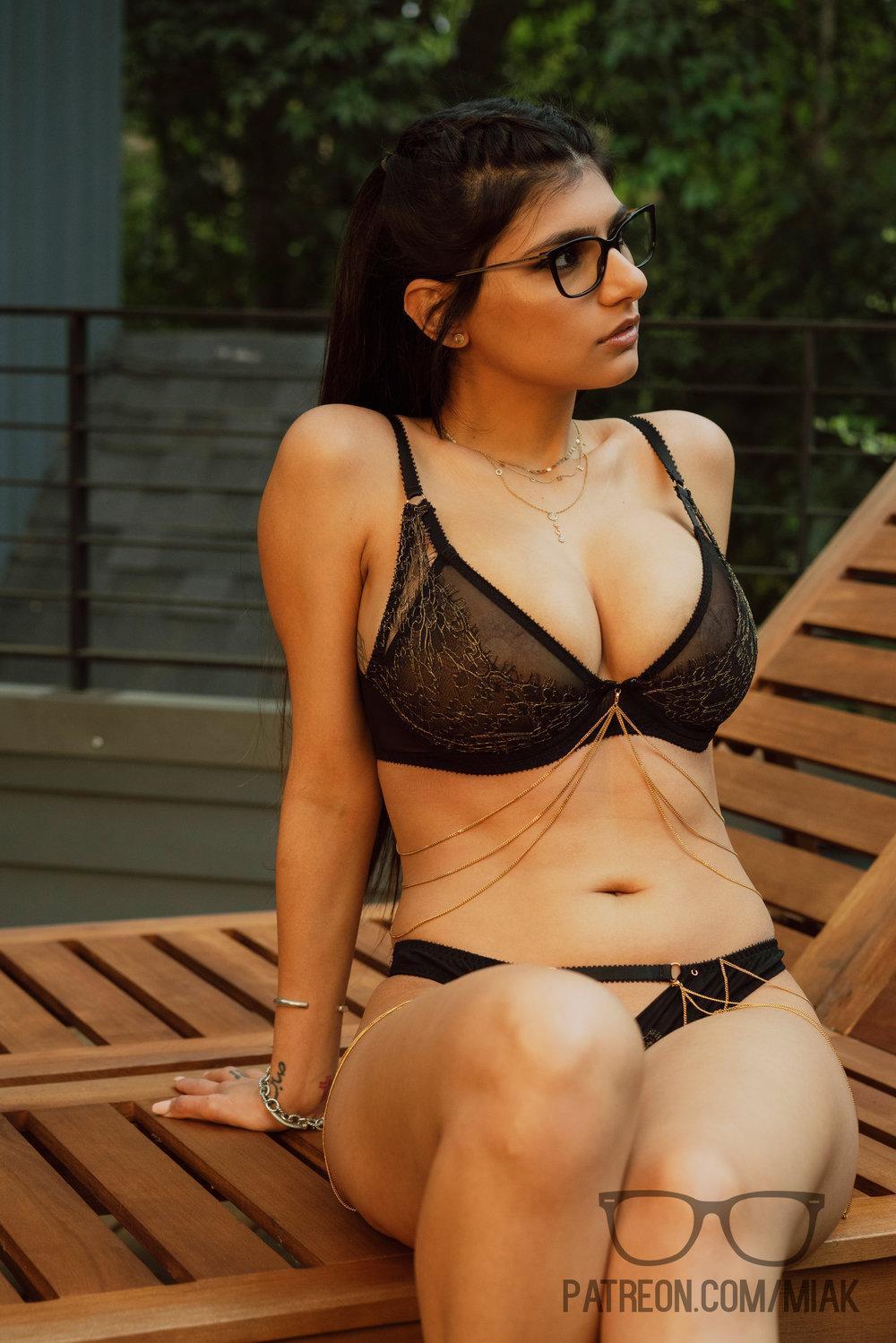Mia Khalifa Outdoor Lingerie Patreon Set Leaked Zthsql