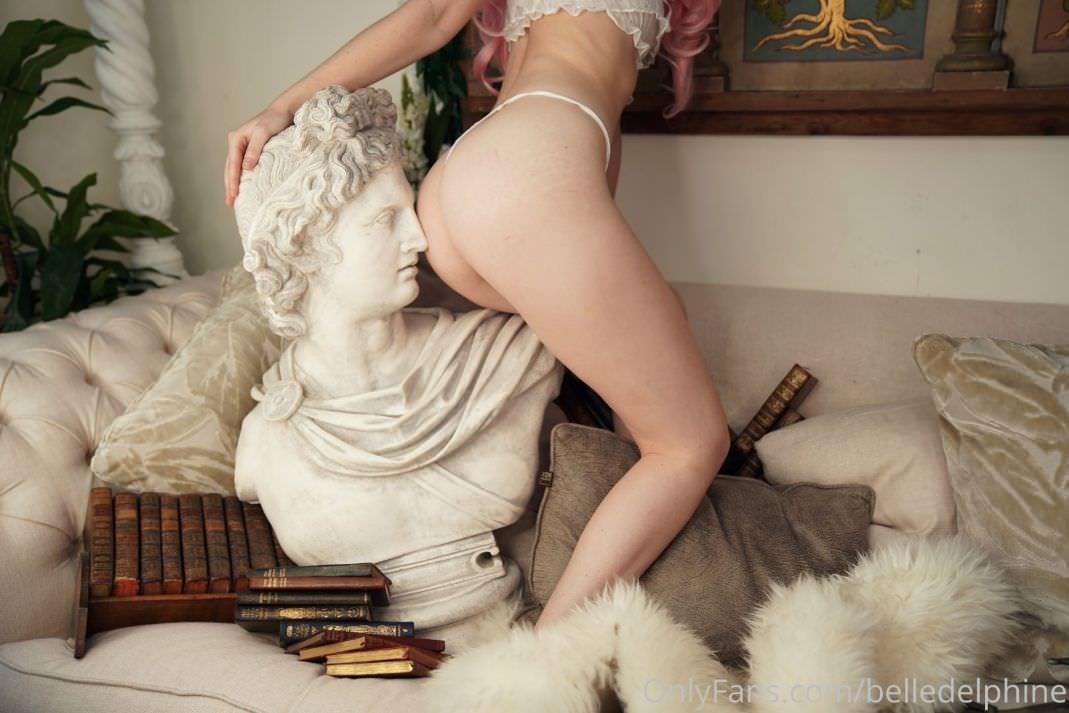 Belle Delphine Onlyfans Apollo Set (6)
