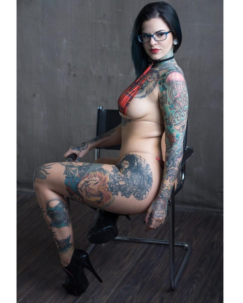 Heidi Lavon Nude & Sexy 0013